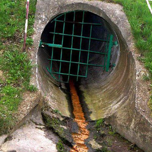 усунення каналізаційних газів і смороду